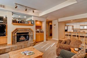 Meadows Condos at EagleRidge by Wyndham Vacation Rentals, Апарт-отели  Стимбот-Спрингс - big - 4