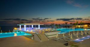 King Evelthon Beach Hotel & Re..