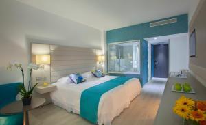King Evelthon Beach Hotel & Resort (1 of 52)