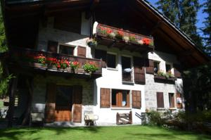 Chalet Svizzero Val Ferret - Apartment - Courmayeur