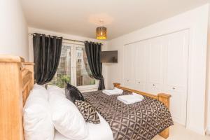 Holistic Condos Apartments - Albion Gardens, Apartmány  Edinburg - big - 1