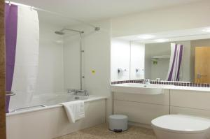 Premier Inn Glasgow Airport, Отели  Пейсли - big - 3