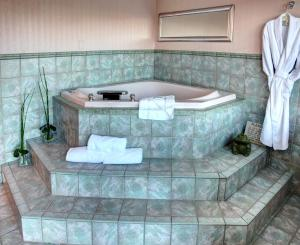 Queen Room with Spa Bath with Sea View