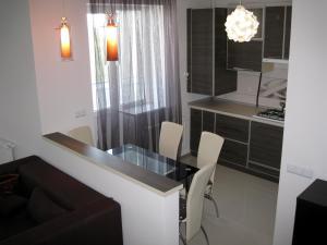 Nadiya Apartments 1, Apartmanok  Szumi - big - 7