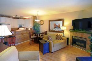 Discovery Bay Resort by kelownacondorentals, Apartments  Kelowna - big - 7