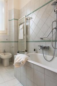 Homy Apartments Altaguardia, Apartments  Milan - big - 14