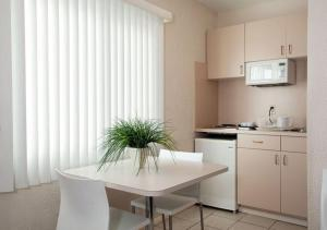 Single Room with Two Double Beds with Kitchenette - Room E1