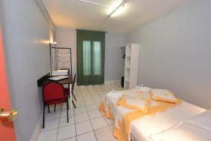Standard Double Room with Shared Bathroom