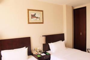 Pokój z 2 łóżkami pojedynczymi przystosowany dla osób niepełnosprawnych