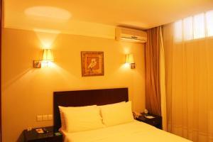 Queen Room - Basement
