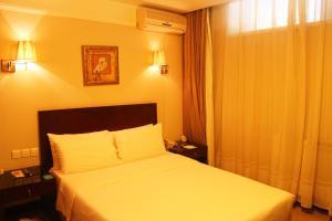 Pokój z łóżkiem typu queen-size przystosowany dla osób niepełnosprawnych