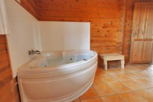Holiday home Rønde 300 with Sauna and Terrace, Holiday homes  Rønde - big - 11