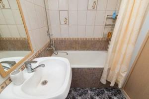 Apartment on Malysheva 1, Apartmány  Yekaterinburg - big - 4