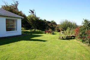Cottage 101 - Moyard, Holiday homes  Letterfrack - big - 13