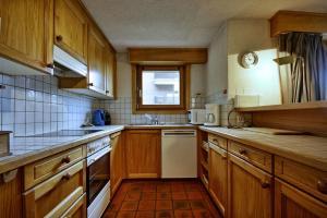Three-Bedroom Apartment Botzatei 002, Apartmány  Verbier - big - 21