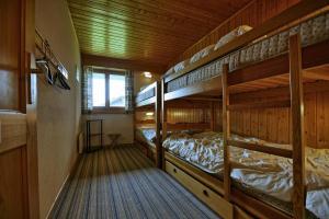 Three-Bedroom Apartment Botzatei 002, Apartmány  Verbier - big - 19