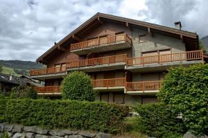 Three-Bedroom Apartment Botzatei 002, Apartmány  Verbier - big - 1