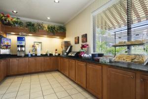 Ramada by Wyndham Asheville Southeast, Hotels  Asheville - big - 17