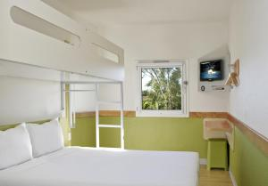 Standard Queen Room with Single Bunk Bed