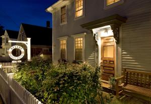 Revere Guest House - Accommodation - Provincetown