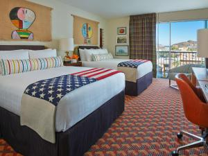 Queen Room with Two Queen Beds City View