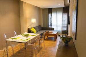 AB Apartamentos H2O, Apartments  Málaga - big - 27