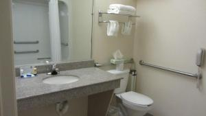 Queen Suite with Two Queen Beds and Bath Tub - Disability Access