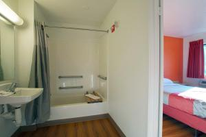Standard Queen Room - Disability Access