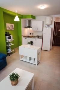 Holidays2Malaga Studios Juan de Mena, Apartments  Málaga - big - 5