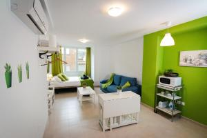 Holidays2Malaga Studios Juan de Mena, Apartments  Málaga - big - 13