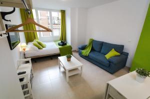 Holidays2Malaga Studios Juan de Mena, Apartments  Málaga - big - 20