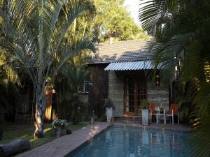 Dobbeltværelse med udsigt ud over pool