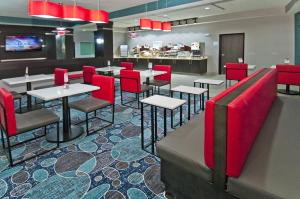 Holiday Inn Express and Suites Forth Worth North - Northlake, Hotely  Roanoke - big - 12