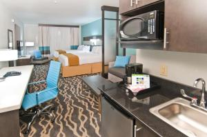 Holiday Inn Express and Suites Forth Worth North - Northlake, Hotely  Roanoke - big - 7