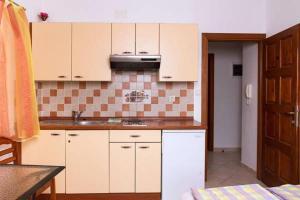 Apartments Villa Supertom, Apartmanok  Povljana - big - 33