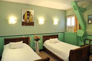Logis Hostellerie Du Cheval Blanc, Отели  Сент-Мор-де-Тур - big - 8