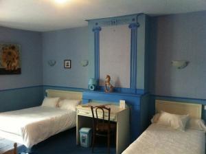 Logis Hostellerie Du Cheval Blanc, Отели  Сент-Мор-де-Тур - big - 13