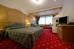 Alpen Hotel Corona, Hotely  Vigo di Fassa - big - 41