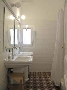 Six-Bedroom Apartment 3° 2ª