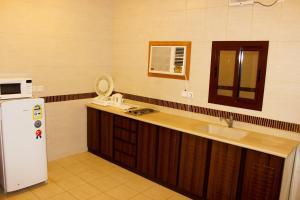 Yanbu Inn Residential Suites, Aparthotels  Yanbu - big - 10