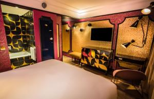 """Deluxe Double or Twin Room """"Light my Fire"""" with Champagne"""