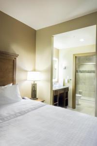 One-Bedroom Two Queen Suite - Non-Smoking