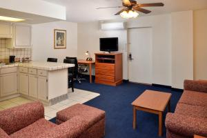 Magnuson Hotel and Suites Alamogordo, Hotels  Alamogordo - big - 39