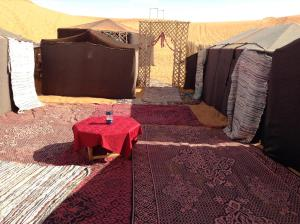 Marhaba Camp, Camel & Sandboarding, Luxury tents  Merzouga - big - 78