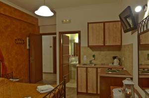 Polydefkis Apartments (Kamari)