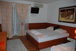 Apartments and Rooms Villa Gaga 2, Bed & Breakfast  Budua - big - 13