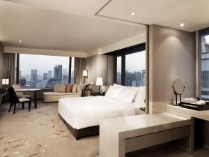 Deluxe Corner Room with Panoramic View