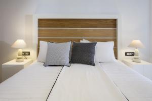 Azzurro Suites, Apartmánové hotely  Fira - big - 43