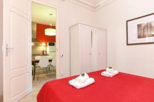Three-Bedroom Apartment A - Aragó 423