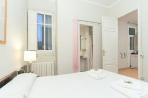 Three-Bedroom Apartment C - Aragó 423